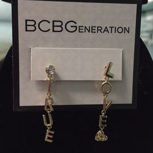 "❤️BNWT  BCBG ""TRUE LOVE"" GOLD TONE EARRINGS ❤️"